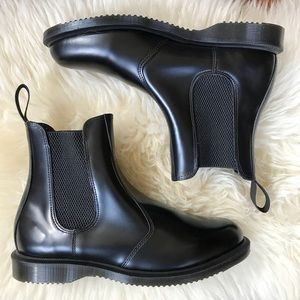 NWT! Dr. Martens Black Leather Chelsea Boot Size 8